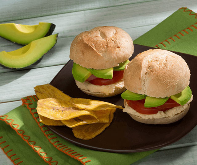 Sándwich De Huevo, Aguacate Y Tomate