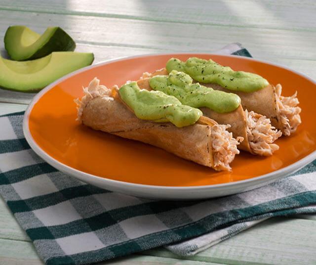 Flautas De Pollo Con Salsa De Aguacate